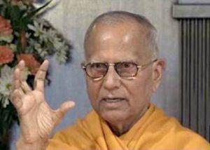 Swami Chetanananda lecturing