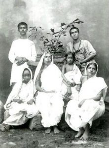 Holy Mother, Group Photo, Calcutta, 1905