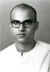 Swami Chetanananda as a brahmachari in Advaita Ashrama, 1966